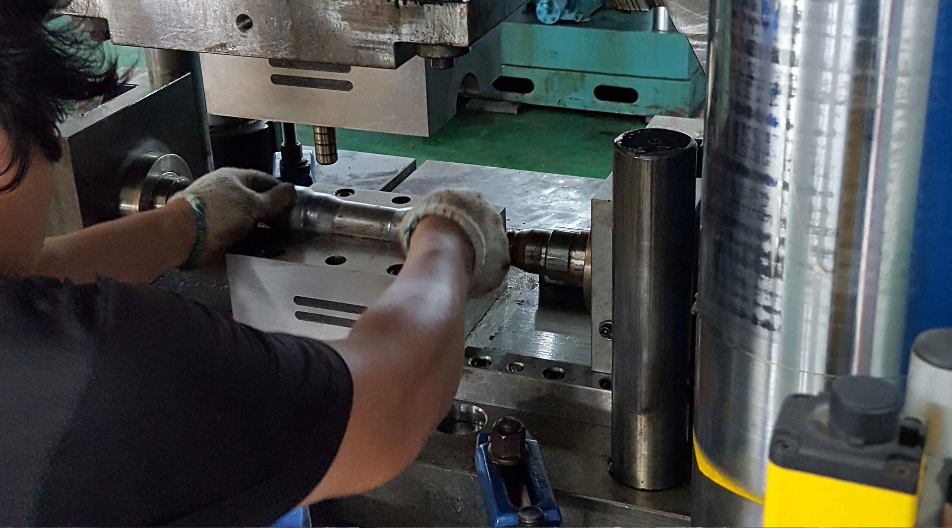 Rohrverbindungstechnik Herstellung Pressverbindungen Heizung und Sanitär